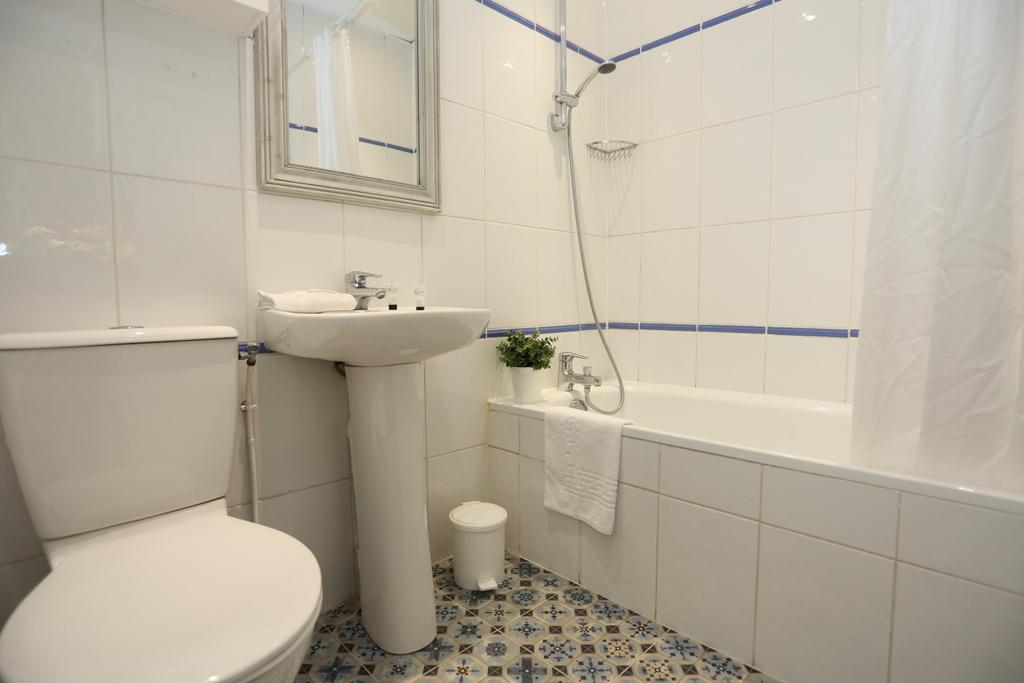 Chambre Quadruple (salle de bain privée)_29 - Le Village ...